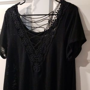 2/$14 NWT Beautiful black design shirt